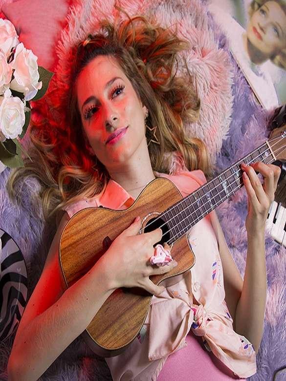 Disfruta del caramelo folk de Angélika Molina en Bodega Records Concierto de Comfama