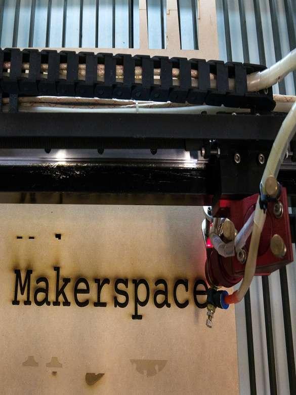 Impulsa tu talento innovador en los tres makerspaces dispuestos por el Sistema de Bibliotecas Públicas de Medellín